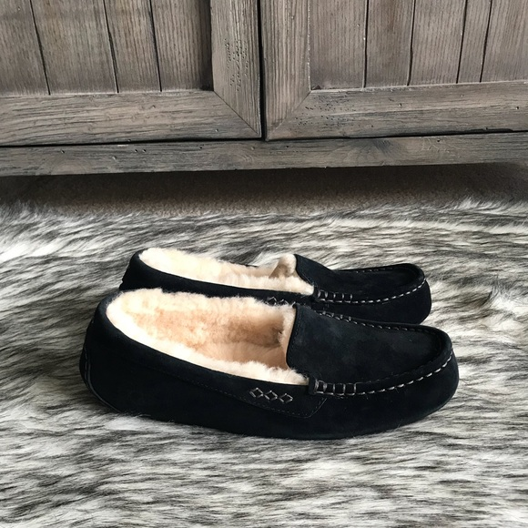 e48a83136d5 ✨Women's UGG Ansley Moccasins in Black. ✨
